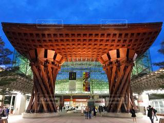 夜の金沢駅 鼓門の写真・画像素材[1089114]