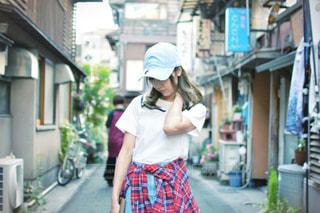 通りを歩いている人の写真・画像素材[1160345]