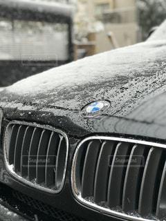 近くに車のアップの写真・画像素材[971308]