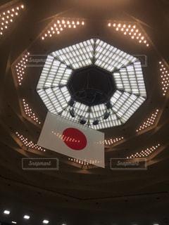 近くの天井のライトを - No.971377