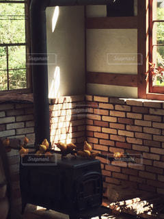 薪ストーブのある暮らしの写真・画像素材[1000961]