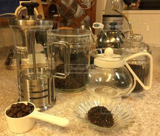 コーヒー好きと紅茶好きの写真・画像素材[1062537]