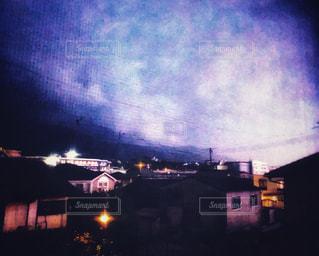 窓から見えた稲光の写真・画像素材[2275544]