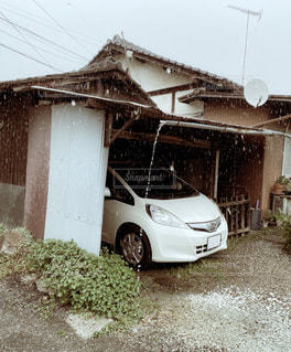 雨だれの写真・画像素材[3407266]