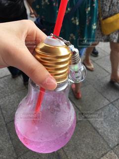 ピンクの傘を持つ手 - No.974627
