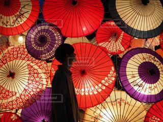 カラフルな傘の写真・画像素材[1526728]