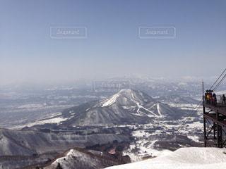 雪の覆われた山々 の景色の写真・画像素材[972404]