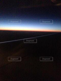 飛行機からの地平線の写真・画像素材[972659]