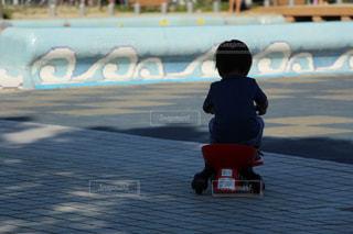 三輪車に乗った男の子の写真・画像素材[1004726]