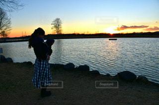 夕日の見える公園の写真・画像素材[973111]