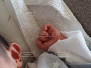 赤ちゃんの手の写真・画像素材[976184]