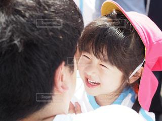 喜ぶ娘の写真・画像素材[976192]