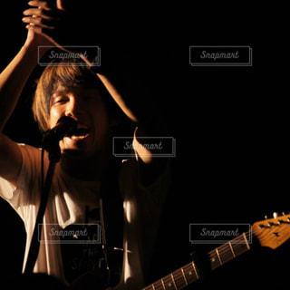ギターボーカルの写真・画像素材[1015007]