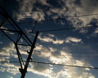 曇りの日のトラフィック ライトの写真・画像素材[973669]