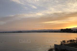 湖畔の夕日の写真・画像素材[974955]