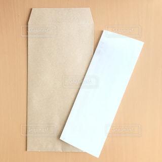 封筒と紙の写真・画像素材[1309526]