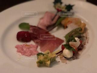 肉と野菜の前菜の写真・画像素材[974097]
