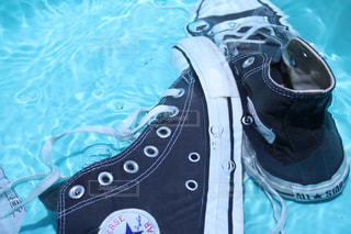 タライで靴洗い - No.1083718