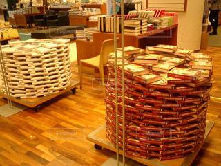 旅先のフィンランドで何気なく入った書店の陳列の美しさに感動の写真・画像素材[1162426]