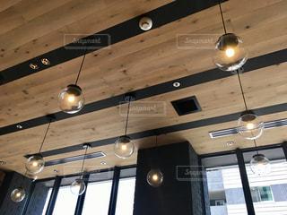 カフェの照明の写真・画像素材[1219255]