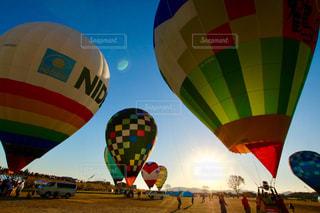 並ぶ熱気球の写真・画像素材[1679000]