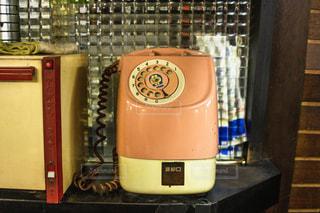 昔ながらのダイヤル式電話機の写真・画像素材[2139166]