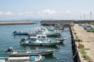 港に並ぶ漁船の写真・画像素材[2442448]