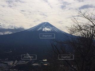 雪の覆われた山々 の景色の写真・画像素材[977019]