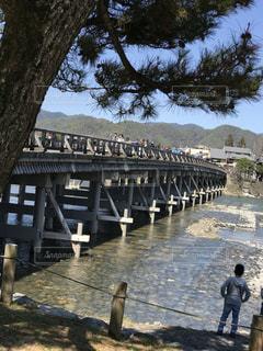 京都の渡月橋の写真・画像素材[1064098]