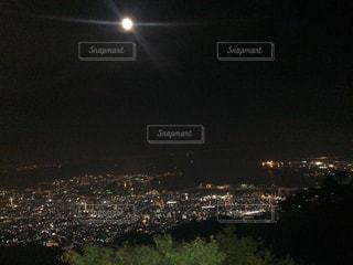 夜の街の景色の写真・画像素材[975994]