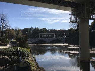 皇居内堀に架かる竹橋の写真・画像素材[975508]
