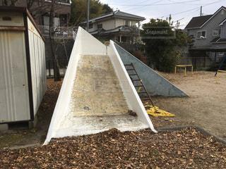 公園にあった昭和を感じさせる古く朽ちた遊具。の写真・画像素材[975579]