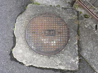 汚水桝 マンホールの蓋の写真・画像素材[984474]