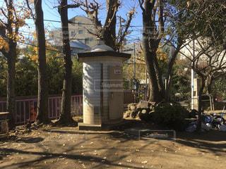 円筒型の公衆トイレの写真・画像素材[1706986]