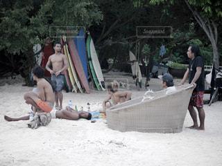 砂の上に人々 のグループの写真・画像素材[976208]