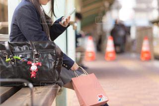 バレンタインの日・駅のホームにての写真・画像素材[1005773]