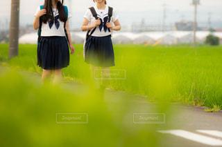 学校帰りの高校生の女の子2人の写真・画像素材[3293952]