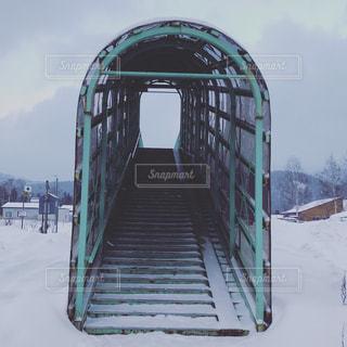 地面に雪と建築の写真・画像素材[976702]