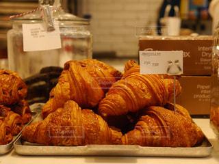 カフェに並ぶクロワッサン - No.978703