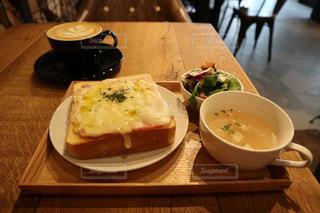 カフェでの朝食の写真・画像素材[1185644]
