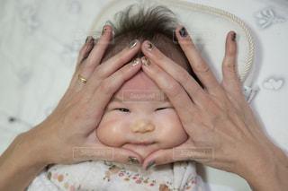赤ちゃんおむすびの写真・画像素材[2119417]