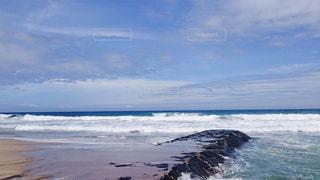 台風の海、川の入り口の写真・画像素材[978426]