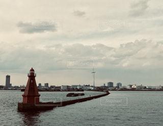 赤い灯台の写真・画像素材[1863461]