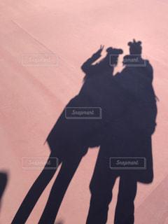 通りを歩いている人の写真・画像素材[978458]