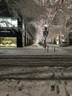 雪に覆われた建物の写真・画像素材[979907]