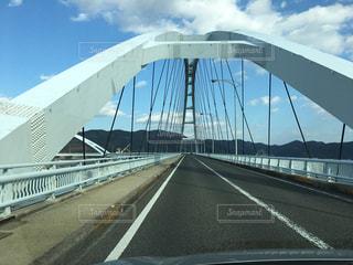 ドライブ中の橋の写真・画像素材[978947]