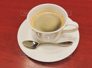 テーブルの上のコーヒー カップの写真・画像素材[978998]