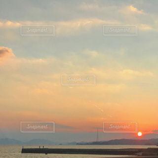 沈む夕陽と赤い空 - No.979899