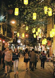 ベトナム、ハノイの夜の写真・画像素材[1383511]