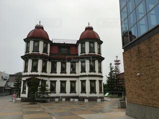 大きな白い建物の写真・画像素材[986851]